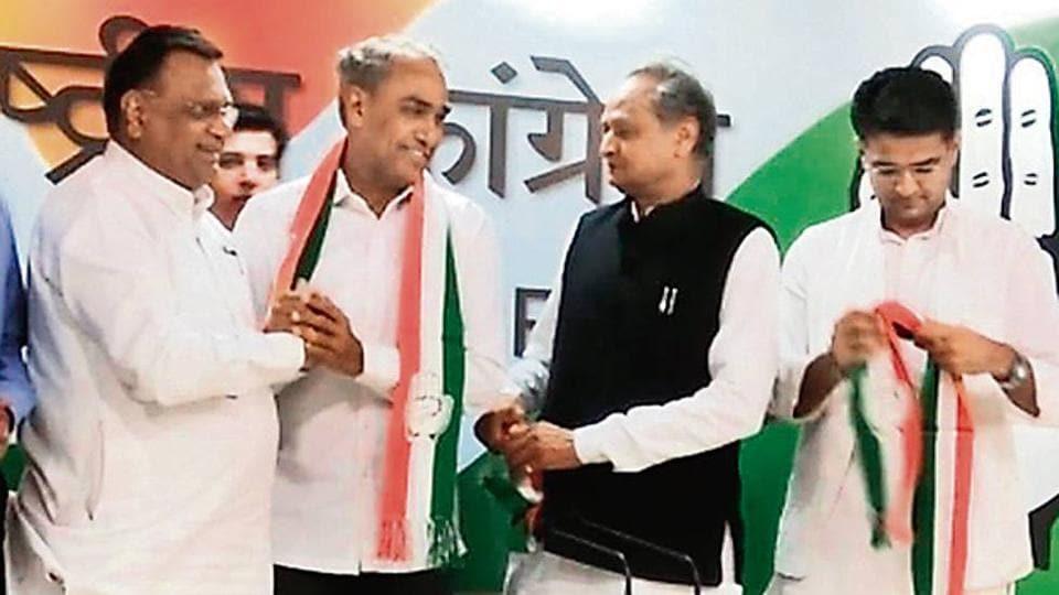(From left) Congress general secretary Avinash Pande welcomes Dausa BJP MP Harish Chandra Meena into party. Senior party leaders Ashok Gehlot and Sachin Pilot look on.
