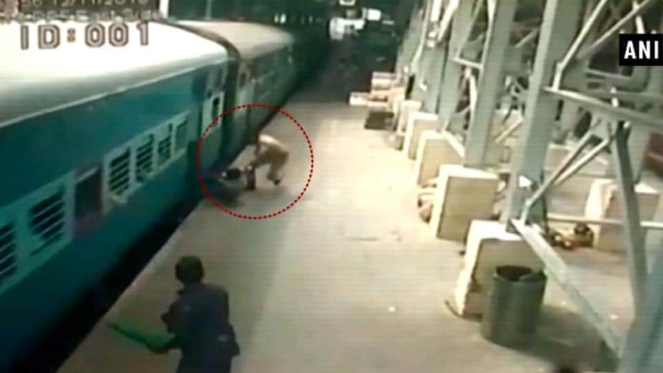 The man slipped while trying to board the general compartment of the Shraddha Sethu Express at Egmore Railway station.