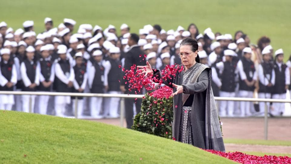 UPA Chairperson Sonia Gandhi pays floral tribute to Pandit Jawahar Lal Nehru on his 129th birth anniversary, at Shanti Van in New Delhi, India. (Sonu Mehta / HT Photo)