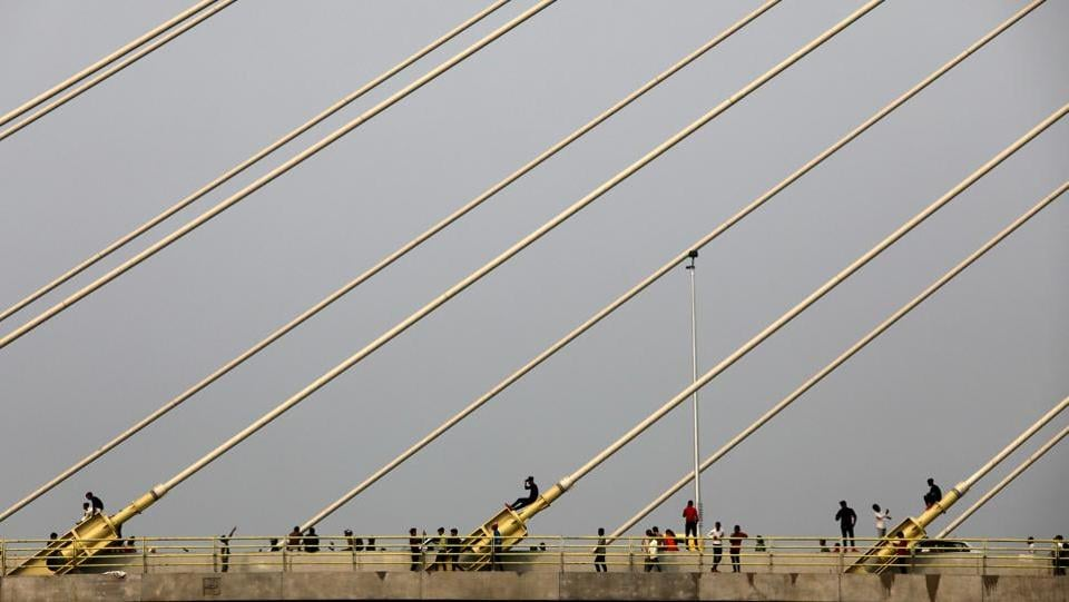 People stand on the newly inaugurated Signature Bridge over Yamuna river in New Delhi, India. (Anushree Fadnavis / REUTERS)