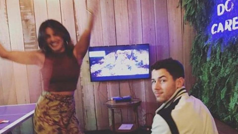 Priyanka Chopra defeats Nick Jonas and lets her competitive side show. Don't miss his expression!