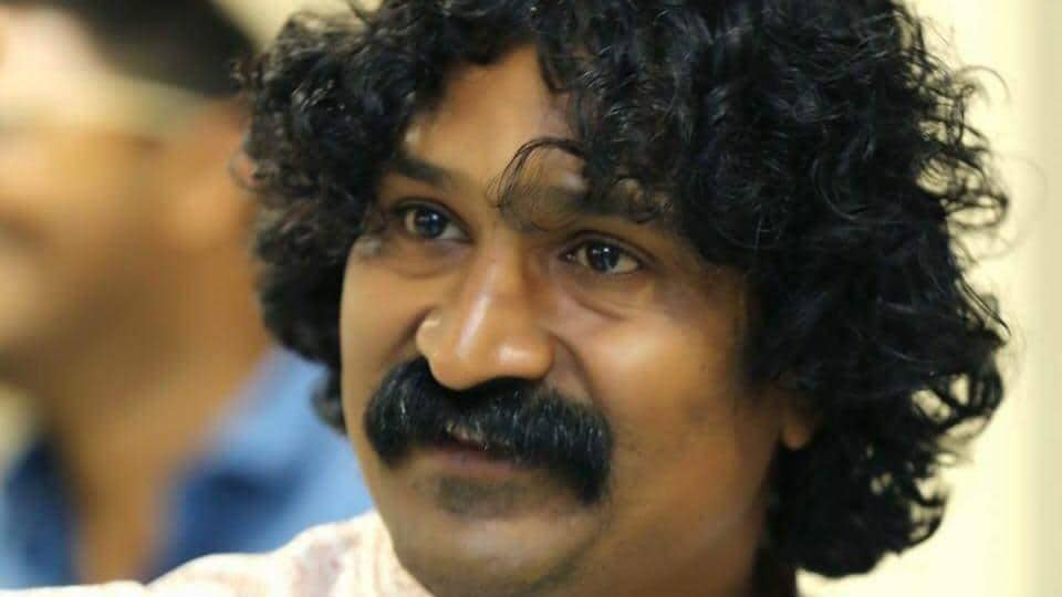 Praveen Tarde, director of Marathi film 'Mulshi Pattern', was allegedly assaulted by three men inside his office on Paud road on Sunday.
