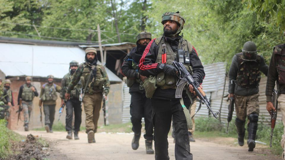 Army soldiers near the site of encounter in southern district of Shopian in Jammu and Kashmir. (HT Photo)
