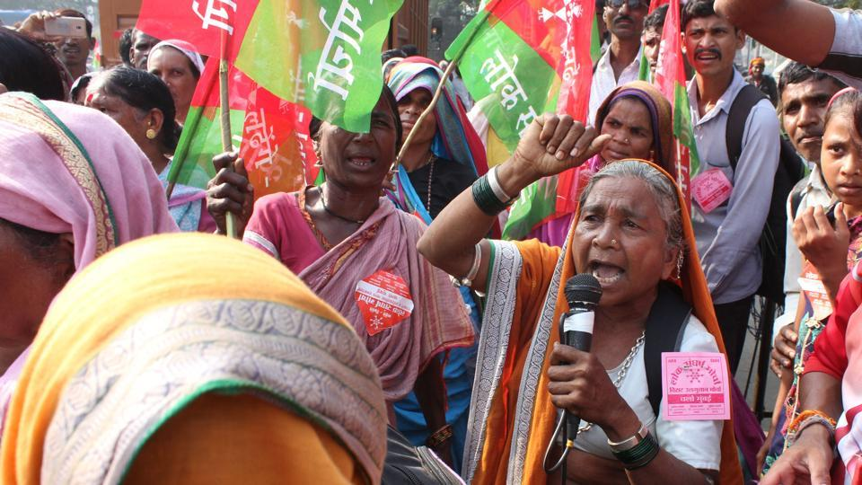 Demanding the implementation of measures promised by the government, thousands of farmers and tribals started a two-day march towards Mumbai on Wednesday, eight months after a similar protest. The farmers started walking towards the Azad Maidan on Wednesday to put forth their demands to the BJP-led state government, ahead of the general election next year. More than 5,000 farmers and tribals had gathered at the Anandnagar Octroi Naka in Mulund since Tuesday night. (Praful Gangurde / HT Photo)