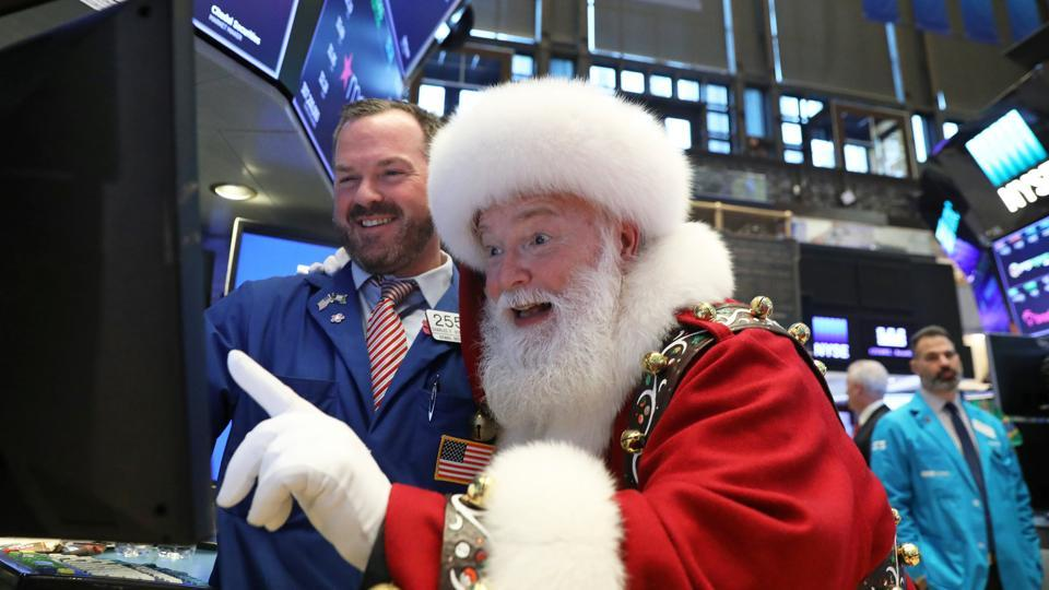 Santa Claus pays a visit on the floor at the New York Stock Exchange (NYSE) in New York. (Brendan Mcdermid / REUTERS)