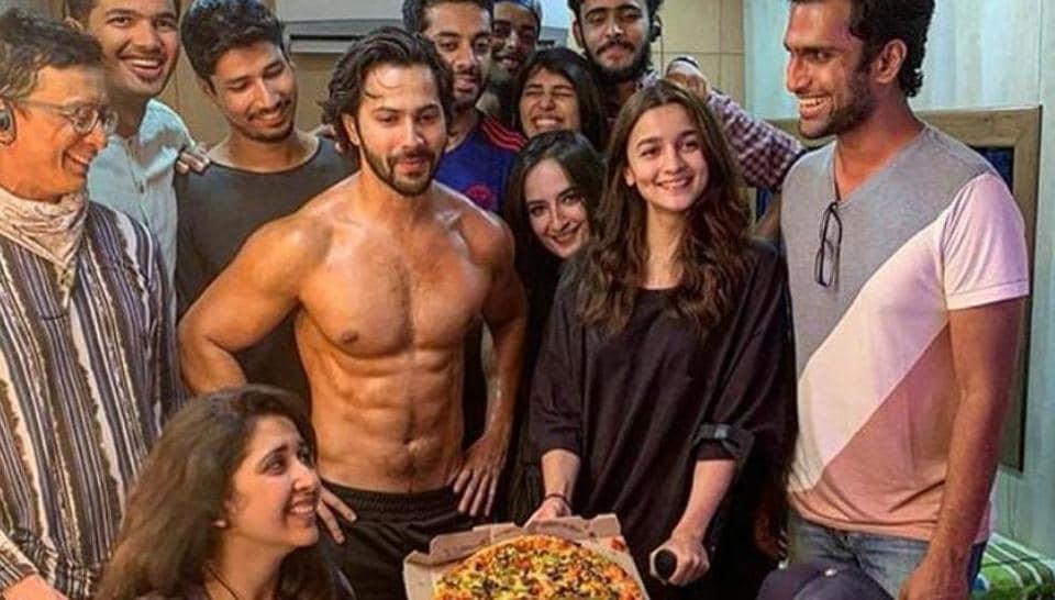 Varun Dhawan and Alia Bhatt enjoy a pizza party with their Kalank team.