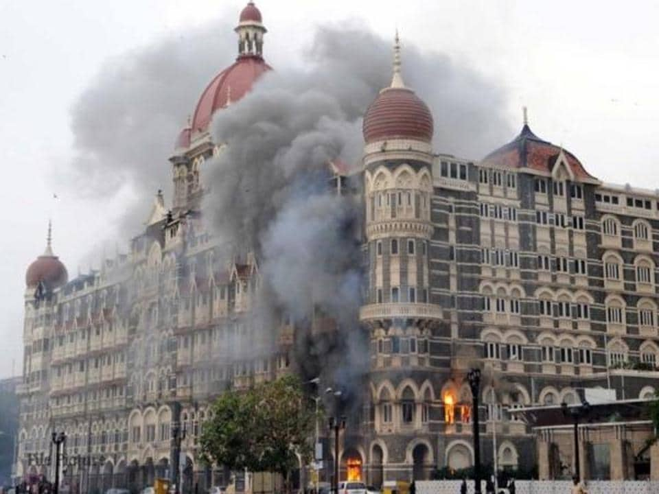 Members of Hindi film fraternity paid tribute to the victims of Mumbai terror attacks.