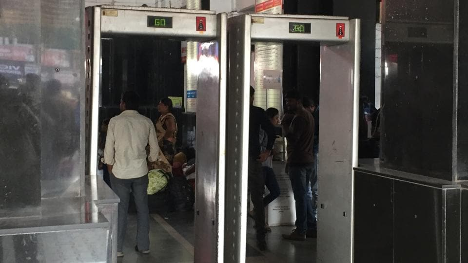 The Pune railway station has an average daily footfall of 2.12 lakh people and yet has only one operational metal detector frame.