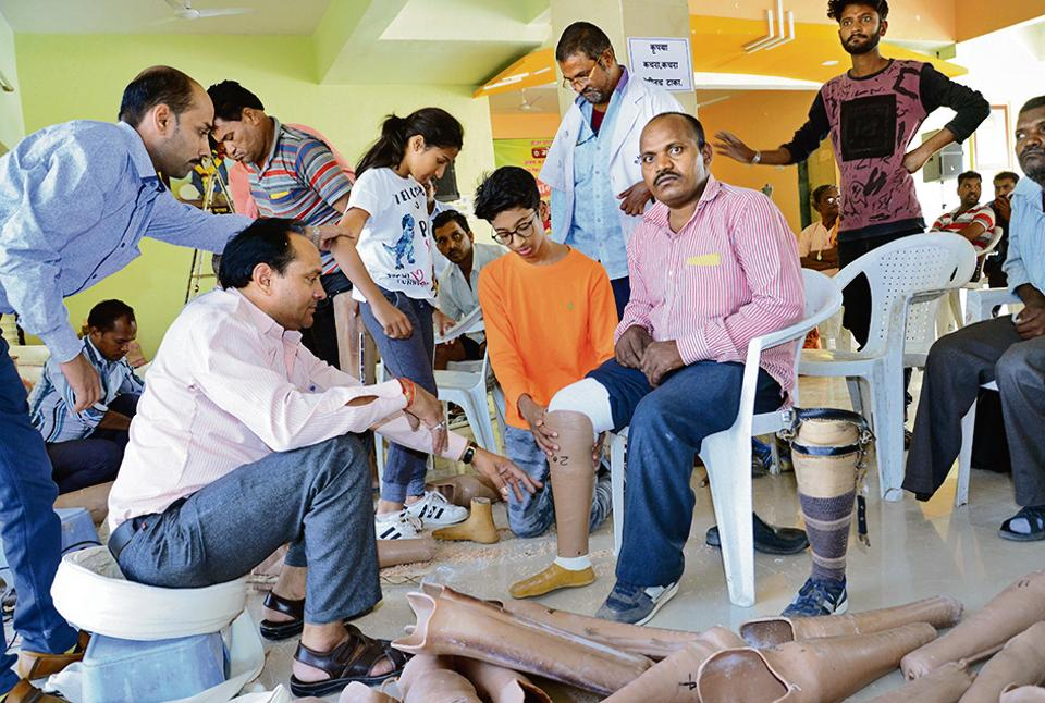 Veer Agarwal (in orange) raised ₹14 lakh to donate around 300 prosthetic legs and wheelchairs to the physically challenged in the state.
