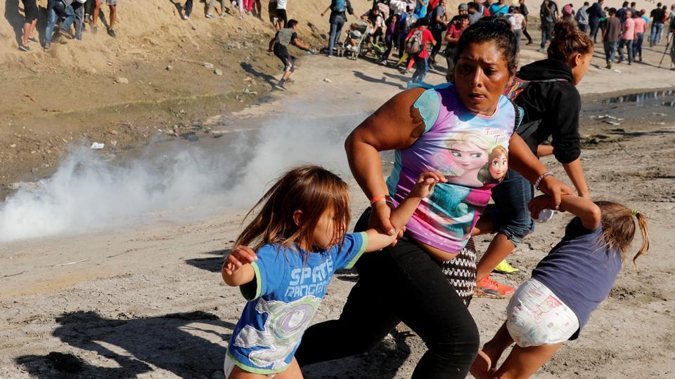 Trump,Tear Gas at US Border,Migrants