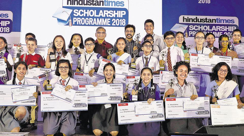 A total of 25 outstanding students, along with Suyash Tilak, chief guest( back now, fifth from left) and Abhay Vaidya, resident editor, HT, Pune(back row, fourth from left) at the award ceremony which was held at Nehru memorial hall on Tuesday.