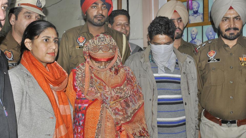 heroin smuggling,j-k couple held,ludhiana