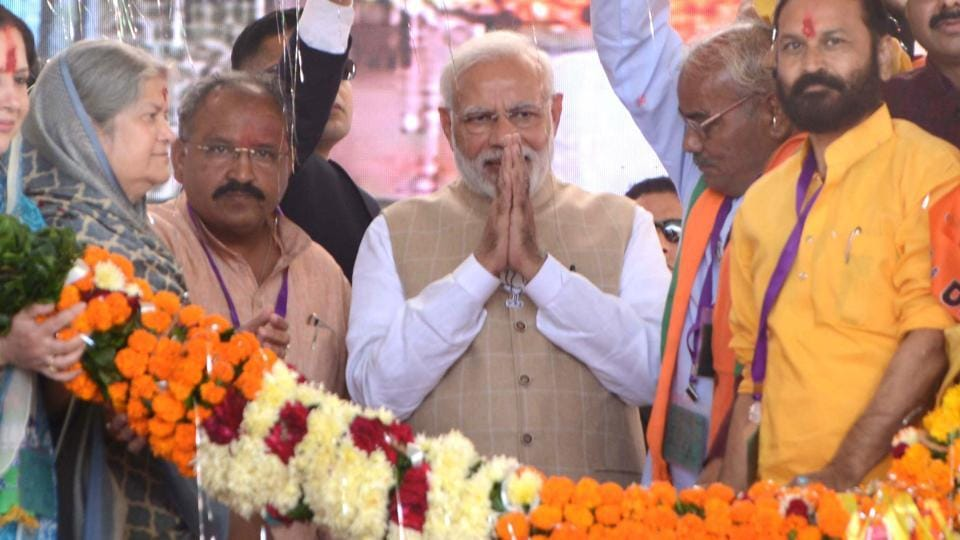 PM Narendra Modi being welcomed by BJP workers during his public meeting, in Kota, Rajasthan, on Monday, November 26, 2018.