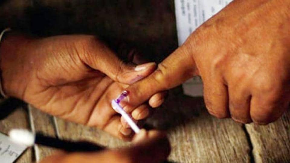 Uttar Pradesh Congress media coordinator Rajiv Buxi said the staff associated with the exercise of revision of electoral rolls was being pressured for political gains.