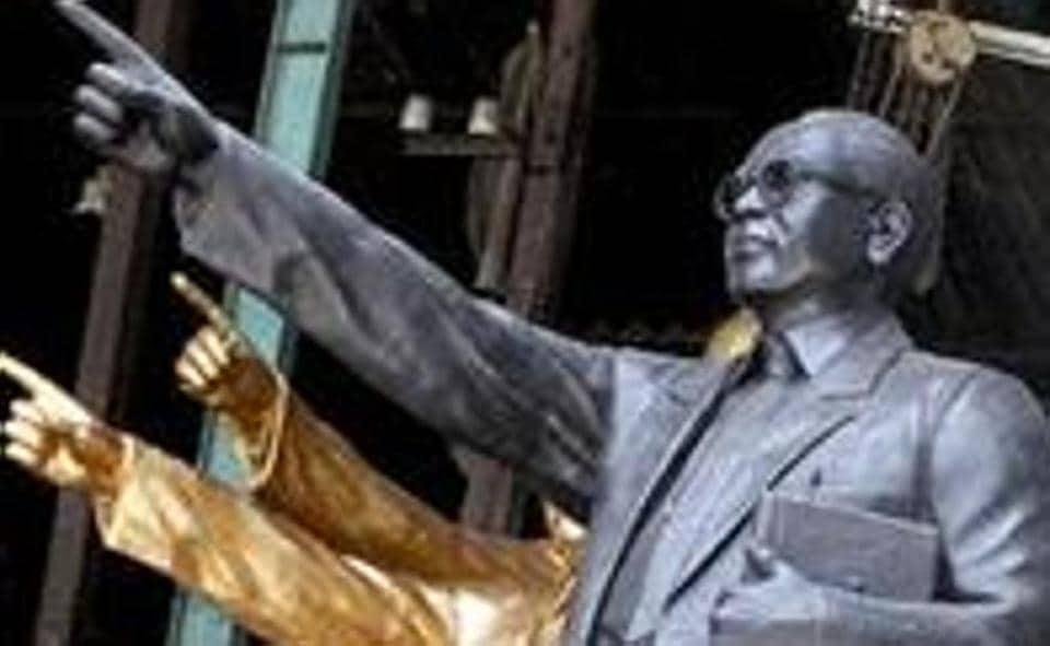 IIT Kanpur,IIT Kanpur campus,IIT Kanpur Ambedkar statue