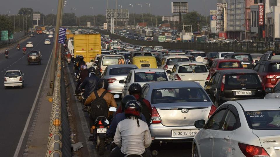 Traffic snarls that extend to several kilometres on the busy Delhi-Gurugram Expressway have become common since construction began on an underpass on NH8 near Mahipalpur.