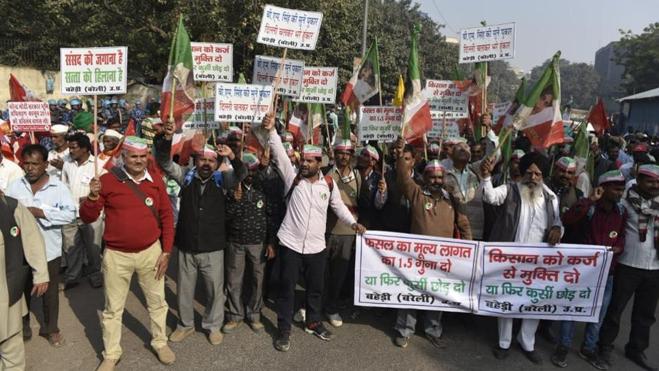 Central Delhi witnessed traffic disruptions on Friday as thousands of farmers from all over the country marched towards Parliament after camping overnight at Ramlila Maidan to press for their demands of debt relief and better MSP for crops, among others. Political leaders from various parties including Rahul Gandhi have landed at Parliament Street to address the farmers. Delhi chief minister Arvind Kejriwal is also expected. (Sanchit Khanna / HT Photo)