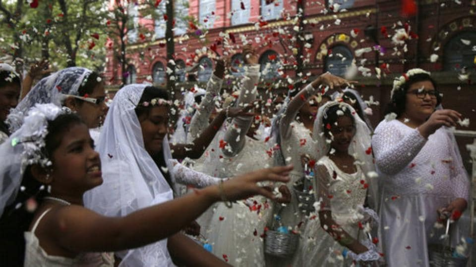 Flower girls throw flower petals during the annual Corpus Christi procession organized on the Feast of Christ the King, in Kolkata, West Bengal on November 25, 2018. More than 10,000 Catholics joined this religious rally organized by the Catholic Association of Bengal. (Bikas Das / AP)