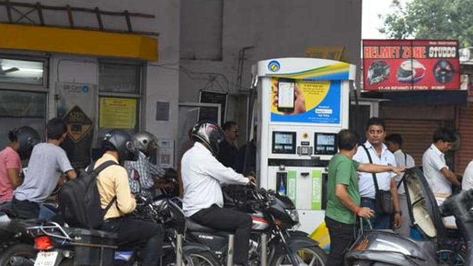 The  incident occurred on Tuesday afternoon at Punjabwadi area of Chembur at a petrol pump.