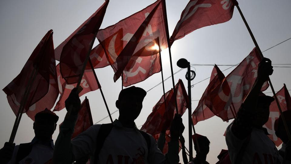 Farmers take part in a march organised by the All India Kisan Sabha (AIKS) organisation and Communist Party of India (Marxist) in New Delhi on November 29, 2018, as they call for pro-farmer legislation in the Indian parliament.