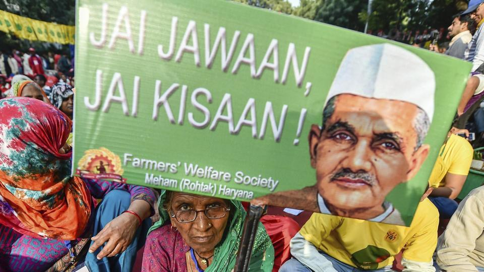 Participating farmers in the Kisan Mukti March, in New Delhi, Friday, Nov. 30, 2018. Farmers from 24 states have joined the protest to press for their demands, including debt relief and remunerative prices for their produce.