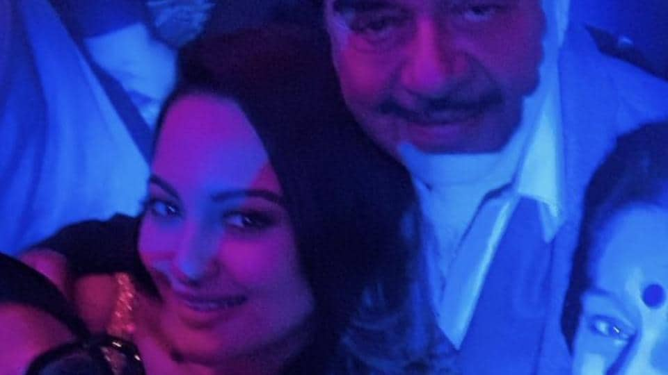 Sonakshi Sinha also arrived for the party with her father Shatrughan Sinha and mother Poonam Sinha.