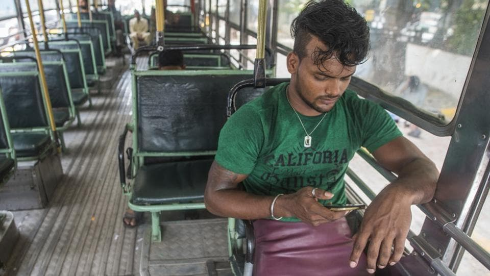Mishra lost his legs in a train mishap three years ago. Wanting to end his mother's miseries as the family's breadwinner, Mishra came to Mumbai in August 2017. His initial days in the city were difficult, spent on the footpath on Carter Road, surviving on leftovers for meals. (Pratik Chorge / HT Photo)