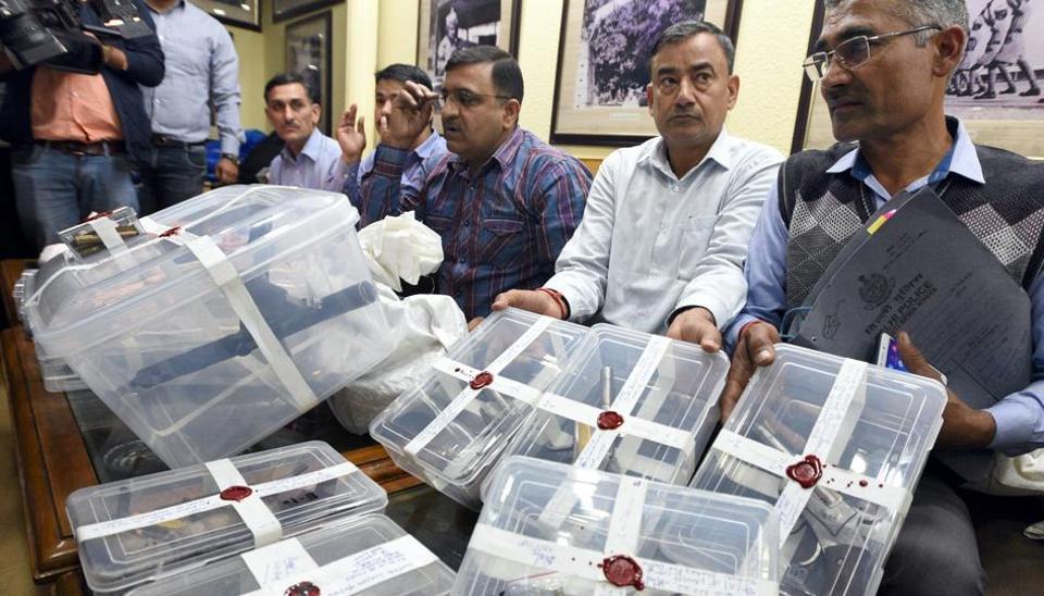 delhi,delhi police,illegal arms factory