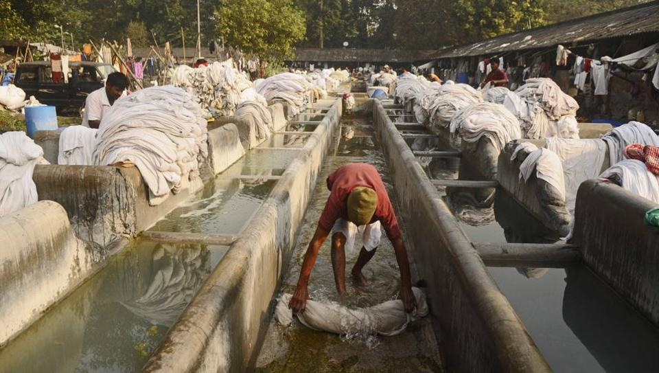 On August 15, 1902 i.e. forty-five years from the date of India's independence, the British government opened one of the largest open-air dhobi ghats along the lines of Mumbai's Mahalaxmi Dhobighat (1880) in the city of joy. Over a century later, almost 700 washermen inclusive of 235 licensed ones and around 450 assistants are still busy washing. (Samir Jana / HT Photo)