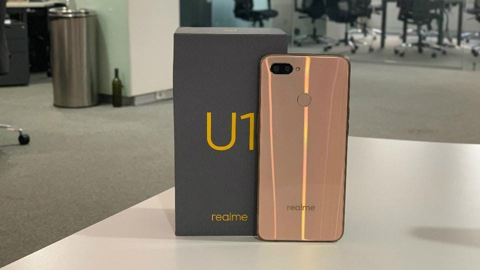Realme U1 in gold colour. The smartphone is available in blue and black colour options as well.