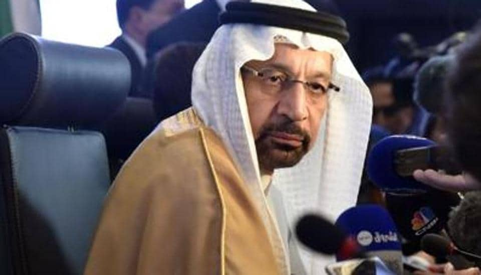 Saudi Arabia works on convincing Russian Federation  to join oil cuts