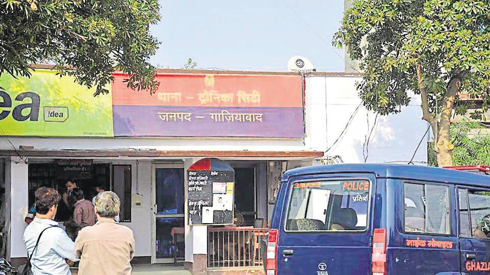 A mob attacked the policemen at Tronica City police station on late Monday night and rescued a man accused of molesting a local woman. The police have arrested six persons in this connection while the accused is on run, in Ghaziabad