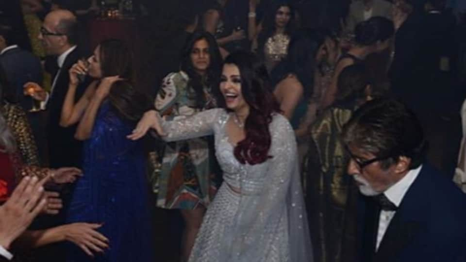Aishwarya Rai, Jaya Bachchan and Amitabh Bachchan party hard at Deepika Padukone and Ranveer Singh's wedding reception.