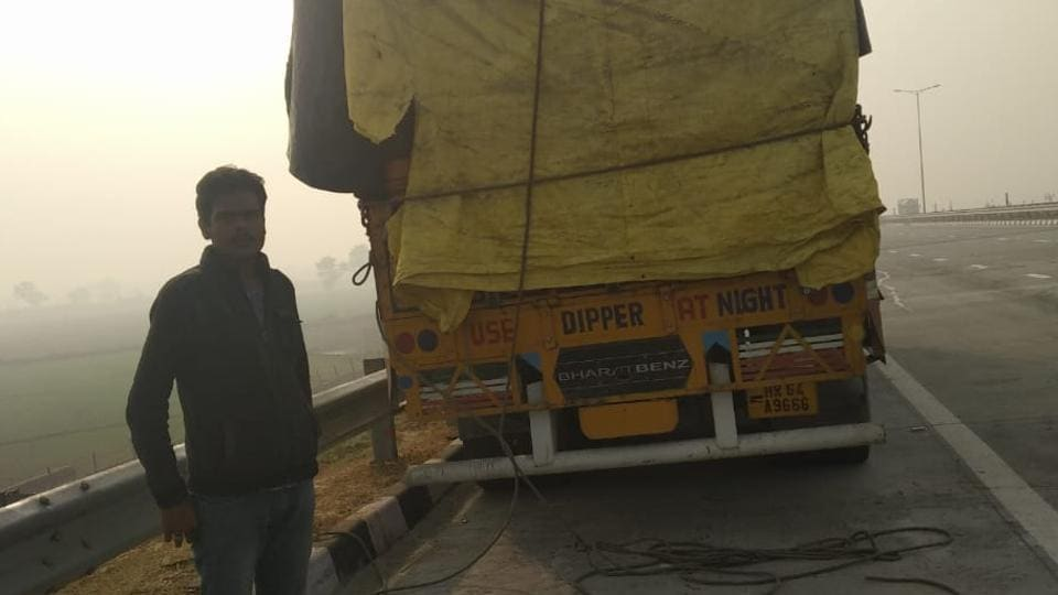 In Breaking Bad style, 3 men steal 400 litres of diesel from truck on EPE expressway in Greater Noida