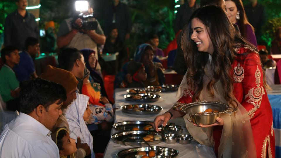 Isha Ambani (R), daughter of Reliance Industries chairman Mukesh Ambani, serving food to guests during an 'Anna Seva' ritual that coincides with pre-wedding functions ahead of her marriage with Anand Piramal.