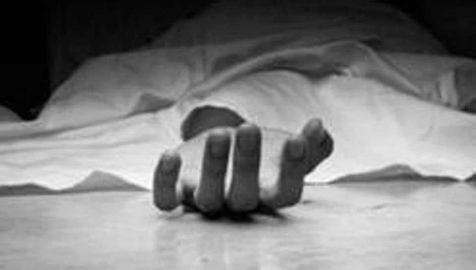 Inspector Dinkar Pingle of Kalyan Railway police station said a case of accidental death was registered and his body was sent for post-mortem.