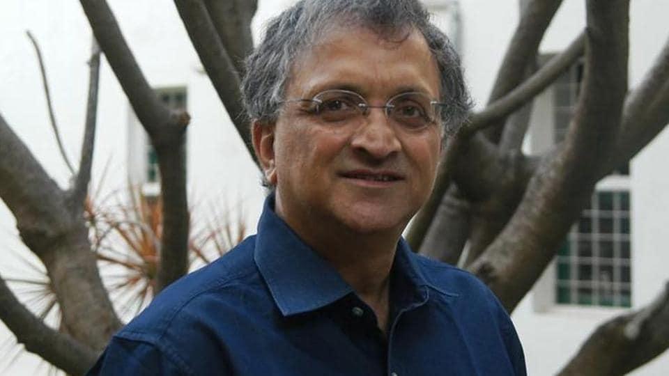historian Ramchandra Guha,Ramchandra Guha,Ramchandra Guha removes beef tweet