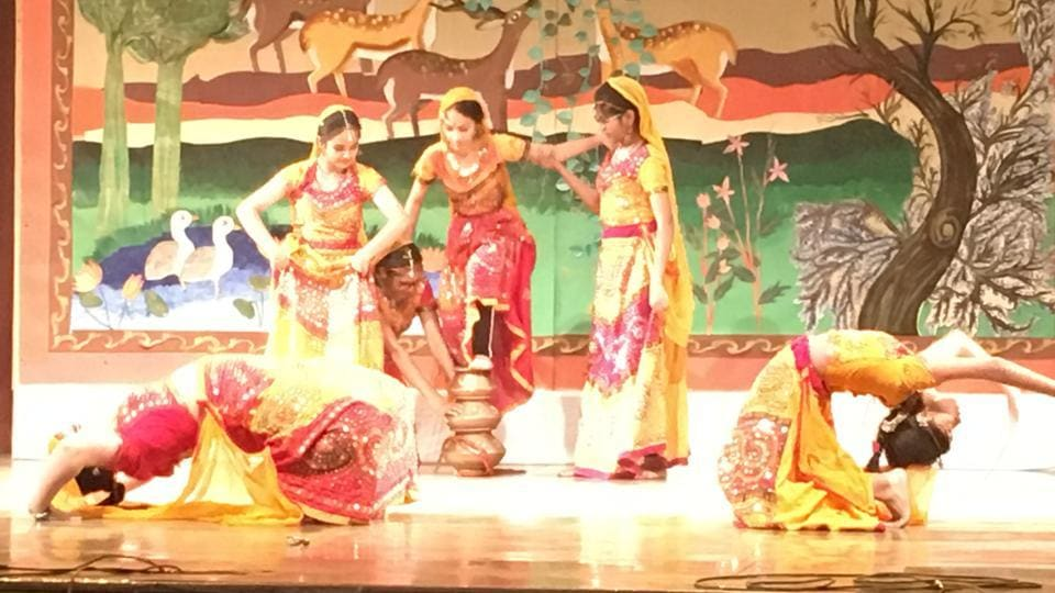 School children celebrate Saanjhi with arts and music