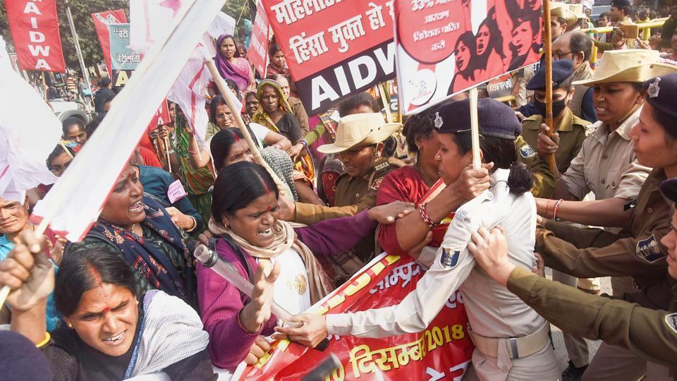 All India Democratic Women's Association (AIDWA) activists clash with policemen during a protest march against Bihar government on the issue of violence against women, in Patna. (PTI)