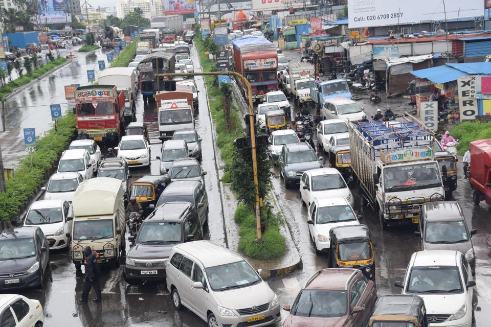 The construction of Katraj-Kondhwa and Shivane-Kharadi road will end traffic woes (HTRepresentational Photo)