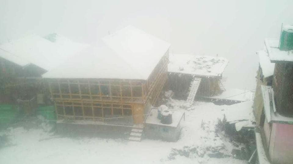 A view of snow covered Malana village, in Kullu district, Himachal Pradesh. Most parts of Jammu and Kashmir and Himachal Pradesh are reeling under severe cold due to fresh snowfall. As per the Met department, Kargil was the coldest in J&K at minus 8 degress C, while Lahaul Spiti was the coldest in Himachal Pradesh at minus 5 degrees C. (HT Photo)
