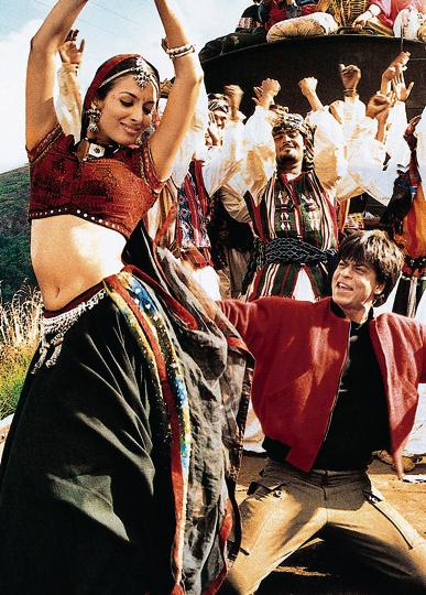 Malaika Arora and Shah Rukh Khan in the Chaiyya Chaiyya song from Dil Se(1998).