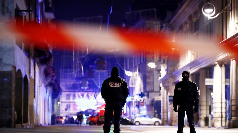 Strasbourg France Christmas Market Hours.France Shooting Gunman Kills 3 People In Strasbourg