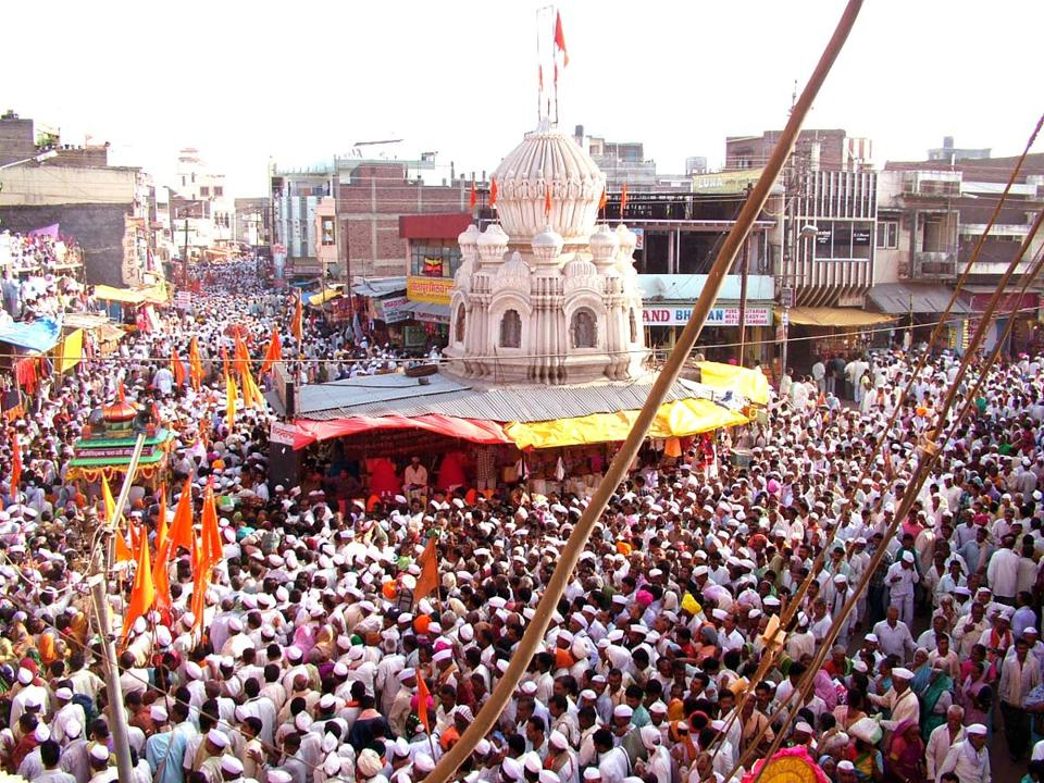Every year more than five lakhs pilgrims participate through several dindis to join Sant Dnyaneshwar Maharaj and Sant Tukaram Maharaj palkhi processions starting from Alandi and Dehu respectively. The number of warkaris has increased over the years underscoring the need for expansion of the road infrastructure