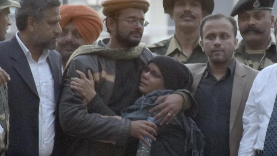 Hamid Ansari (wearing a cap), a teacher at the Mumbai Management College, had entered Pakistan on November 12, 2012, to meet a woman whom he had befriended on social media.