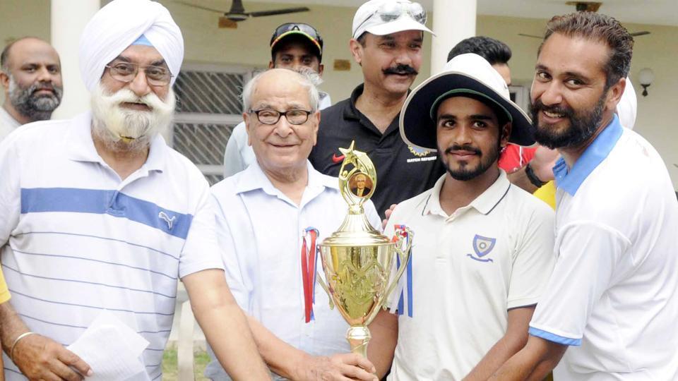 Patiala U 19 team captain Prabhsimran Singh receiving the winning trophy at the DP Azad trophy at Dhruve Pandove Stadium.