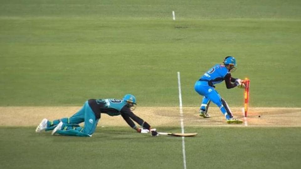 James Pattinson reprieved with withdrawn run-out appeal in Big Bash opener