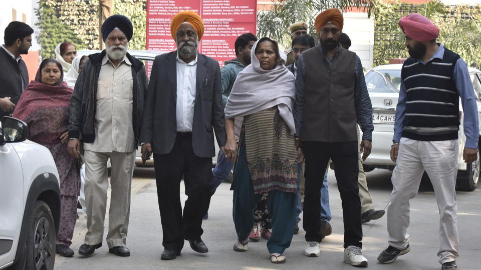 The Patiala House court today, heard a 1984 anti-Sikh riots case against Sajjan Kumar. Three persons -- Kumar, Brahmanand Gupta and Ved Prakash -- are facing trial on charges of murder and rioting in the case pertaining to the killing of Surjit Singh in Sultanpuri. The witness, Cham Kaur (C), had on November 16 identified Kumar before the court as one who had allegedly instigated the mob. (Sonu Mehta / HT Photo)