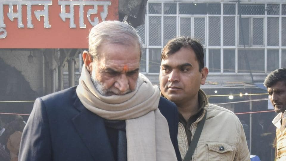 Congress leader Sajjan Kumar visits Hanuman temple at Connaught Place in New Delhi on December 18.