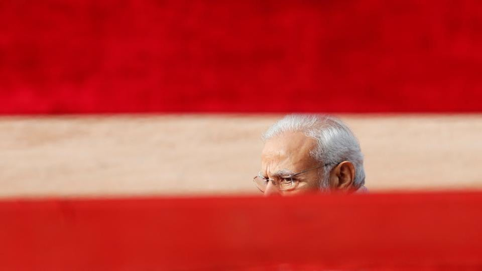 Prime Minister Narendra Modi waits for the arrival of Maldives President Ibrahim Mohamed Solih during Solih's ceremonial reception in New Delhi. (Adnan Abidi / REUTERS)